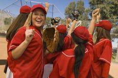 Celebración de las personas del beísbol con pelota blanda de las mujeres Fotografía de archivo