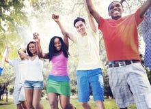 Celebración de los amigos del grupo que gana a Victory Fun Concept Imagen de archivo