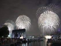 Celebración de los fuegos artificiales de Macy en New York City Foto de archivo