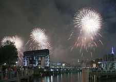 Celebración de los fuegos artificiales de Macy en New York City Fotos de archivo