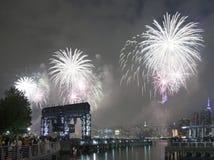 Celebración de los fuegos artificiales de Macy en New York City Imagen de archivo