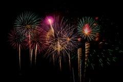 Celebración de los fuegos artificiales en la noche Imagenes de archivo