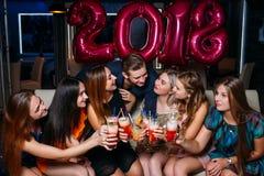 Celebración 2018 del Año Nuevo Compañía feliz Fotografía de archivo libre de regalías