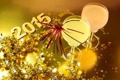 Celebración del Año Nuevo con los vidrios de cóctel Imagen de archivo