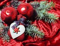 Celebración del Año Nuevo, materia del día de fiesta de la Navidad, árbol, juguetes, decoración con la nieve, sombrero del rojo d Fotos de archivo