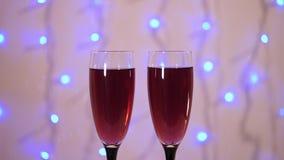 Celebración del Año Nuevo y de la Navidad con el vino rojo Primer metrajes
