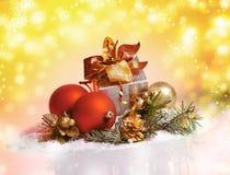 Celebración del Año Nuevo y de la Navidad. Dos vidrios de Champán en HOL Fotos de archivo libres de regalías