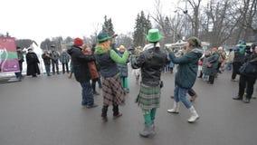Celebración del día de St Patrick en el parque Sokolniki de Moscú almacen de video