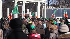 Celebración del día del ` s de St Patrick del irlandés en Moscú, Rusia almacen de metraje de vídeo