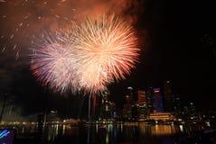 Celebración del festival de los fuegos artificiales de Singapur Imagen de archivo libre de regalías