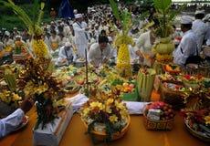 Celebración del rezo del melasti en la ciudad de Semarang Fotos de archivo libres de regalías