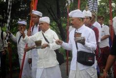 Celebración del rezo del melasti en la ciudad de Semarang Imágenes de archivo libres de regalías