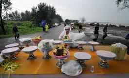 Celebración del rezo del melasti en la ciudad de Semarang Imagenes de archivo