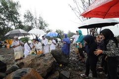 Celebración del rezo del melasti en la ciudad de Semarang Foto de archivo libre de regalías