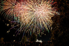 Celebración del saludo de los fuegos artificiales Foto de archivo