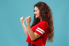 Celebración extática feliz de la mujer del éxito que gana siendo un ganador Imagen enérgica dinámica del modelo femenino fotografía de archivo