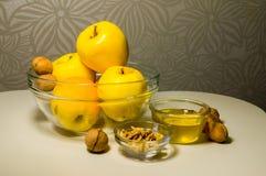 Celebración judía de Rosh Hashanah (Año Nuevo) del día de fiesta con la miel a Foto de archivo libre de regalías