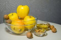 Celebración judía de Rosh Hashanah (Año Nuevo) del día de fiesta con la miel a Imagen de archivo libre de regalías