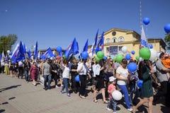 Celebración primer mayo, el día de primavera y de trabajo Desfile del primero de mayo en el cuadrado del teatro en la ciudad de S Foto de archivo libre de regalías