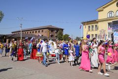 Celebración primer mayo, el día de primavera y de trabajo Desfile del primero de mayo en el cuadrado del teatro en la ciudad de S Fotos de archivo libres de regalías