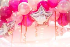 Celebración rosada de la Feliz Año Nuevo del partido del globo Imagen de archivo libre de regalías