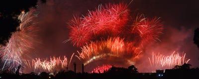Celebraciones de los fuegos artificiales por Noche Vieja, Sydney Foto de archivo