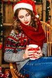 Celebraciones, decoración, sonriendo, la Navidad, día de fiesta, muchachas, li Imagen de archivo libre de regalías