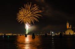 Celebraciones del Año Nuevo con los fuegos artificiales en Venecia Foto de archivo