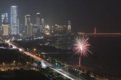 Celebraciones del Año Nuevo con los fuegos artificiales y las linternas de papel en Nanchang, la capital de la provincia de Jianx Foto de archivo libre de regalías