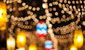Celebraciones del ` s de la Navidad y del Año Nuevo, adornadas con las luces Foto de archivo
