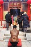 Celebraciones y rezos chinos (año del Año Nuevo del cerdo). Imagen de archivo libre de regalías