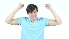 Celebrando éxito, hombre emocionado, fondo blanco, jóvenes, almacen de metraje de vídeo