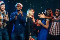 Celebrando Año Nuevo junto Imagenes de archivo