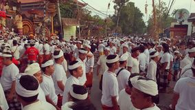 Celebranter på Odalan ceremoni, Ubud, Bali, Indonesien arkivbild