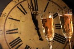Celebrazione degli anni nuovi con champagne Fotografia Stock