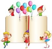 Celebrazione dei bambini e un libro royalty illustrazione gratis