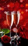 Celebrazione dei biglietti di S. Valentino con champagne Fotografie Stock