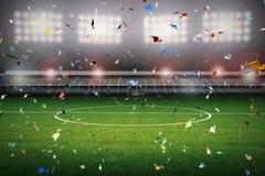 Celebrazione dei coriandoli con il fondo del campo di calcio Fotografie Stock Libere da Diritti