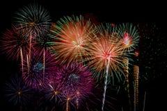 Celebrazione dei fuochi d'artificio alla notte sullo spazio della copia e del nuovo anno - ABS Fotografie Stock