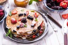 Celebrazione del giorno di pancake con i crêpe immagine stock libera da diritti