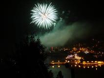 Celebrazione del nuovo anno con il fuoco d'artificio variopinto Immagine Stock Libera da Diritti