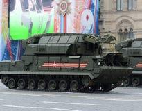 Celebrazione del 72th anniversario di Victory Day WWII sul quadrato rosso Il ` tattico per qualsiasi tempo del sistema missilisti Immagine Stock Libera da Diritti