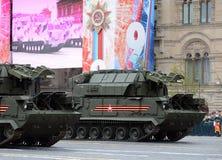 Celebrazione del 72th anniversario di Victory Day WWII sul quadrato rosso Il ` tattico per qualsiasi tempo del sistema missilisti Fotografia Stock