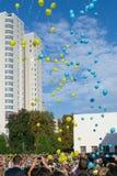 Celebrazione dell'anno scolastico di inizio sul cortile della scuola Fotografie Stock