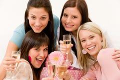 Celebrazione della festa di compleanno - donna con champagne Fotografie Stock Libere da Diritti