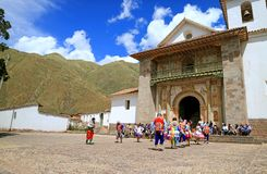 Celebrazione di Ascensione a San Pedro Apostol de Andahuaylillas Church, città di Andahuaylillas, valle del sud della regione di  fotografia stock libera da diritti