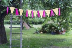 Celebrazione di compleanno in giardino Fotografie Stock Libere da Diritti