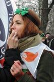 Celebrazione di giorno del ` s di San Patrizio a Mosca Ritratto della donna della testarossa Fotografia Stock Libera da Diritti