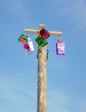 Celebrazione di Shrovetide. Alta colonna con i regali Fotografie Stock