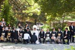 Celebrazione di una cerimonia nuziale giapponese tradizionale Immagine Stock